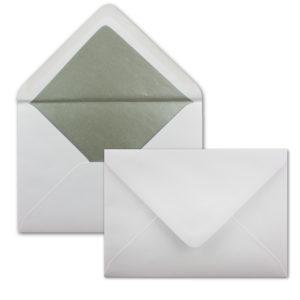 Umschlag B6, Farbe: hochweiss, Grammatur: 120 g/m², spitze Klappe, Naßklebung, Seidenfutter: silber