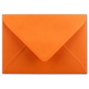 Umschlag B6, Farbe: orange, Grammatur: 110 g/m², spitze Klappe, Naßklebung