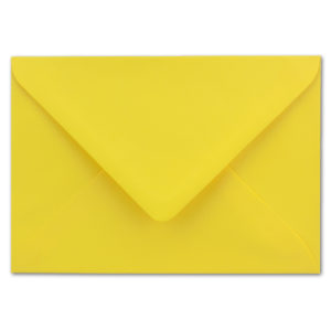 Umschlag B6, Farbe: honiggelb, Grammatur: 110 g/m², spitze Klappe, Naßklebung