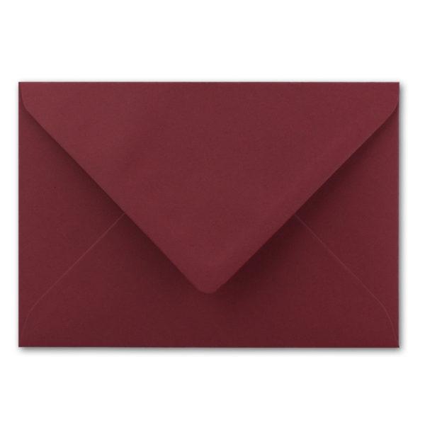 Umschlag B6, Farbe: dunkelrot, Grammatur: 110 g/m², spitze Klappe, Naßklebung