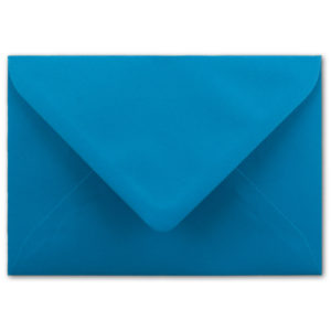 Umschlag B6, Farbe: royalblau, Grammatur: 110 g/m², spitze Klappe, Naßklebung