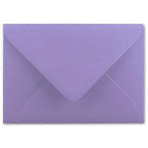 Umschlag B6, Farbe: violett, Grammatur: 110 g/m², spitze Klappe, Naßklebung