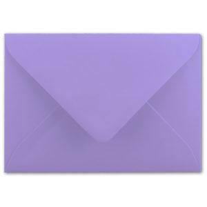 Umschlag B6, Farbe: lila, Grammatur: 110 g/m², spitze Klappe, Naßklebung