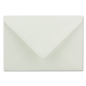 Umschlag B6, Farbe: naturweiß, Grammatur: 110 g/m², spitze Klappe, Naßklebung