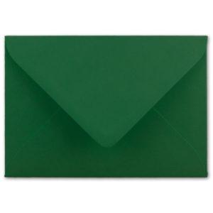 Umschlag B6, Farbe: dunkelgrün, Grammatur: 110 g/m², spitze Klappe, Naßklebung