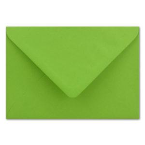 Umschlag B6, Farbe: hellgrün, Grammatur: 110 g/m², spitze Klappe, Naßklebung