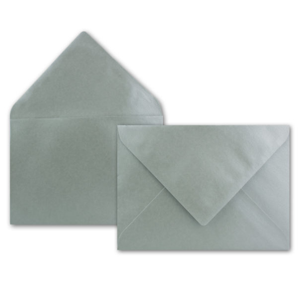 Umschlag B6, Farbe: silber, Grammatur: 90 g/m², spitze Klappe, Naßklebung