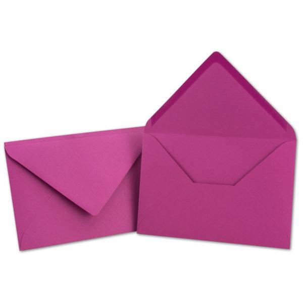 Umschlag B6 gerippt, Farbe: amarena, Grammatur: 110 g/m², spitze Klappe, Naßklebung