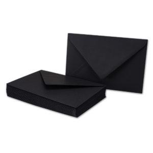 Umschlag B6, Farbe: schwarz, Grammatur: 110 g/m², spitze Klappe, Naßklebung