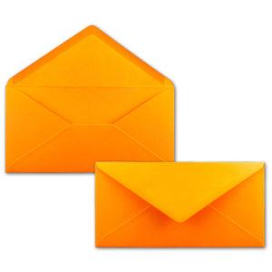 Umschlag DL, Farbe: orange, Grammatur: 120 g/m², spitze Klappe, Naßklebung