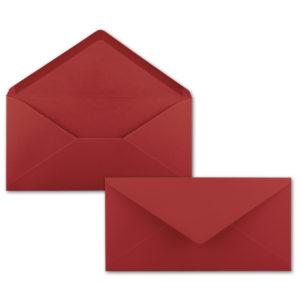 Umschlag DL, Farbe: dunkelrot, Grammatur: 120 g/m², spitze Klappe, Naßklebung