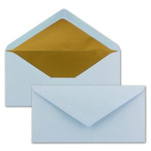 Briefumschlag DL, Farbe: hellblau, Grammatur: 120 g/m², spitze Klappe, Naßklebung, Seidenfutter: gold