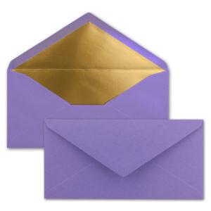 Briefumschlag DL, Farbe: violett, Grammatur: 120 g/m², spitze Klappe, Naßklebung, Seidenfutter: gold