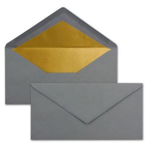 Briefumschlag DL, Farbe: graphit, Grammatur: 120 g/m², spitze Klappe, Naßklebung, Seidenfutter: gold
