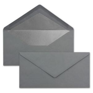 Briefumschlag DL, Farbe: graphit, Grammatur: 120 g/m², spitze Klappe, Naßklebung, Seidenfutter: silber