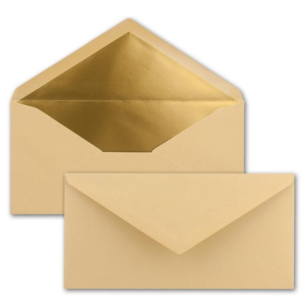 Briefumschlag DL, Farbe: karamell, Grammatur: 120 g/m², spitze Klappe, Naßklebung, Seidenfutter: gold