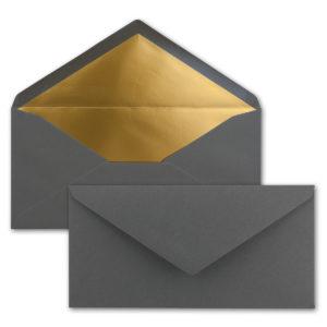 Briefumschlag DL, Farbe: anthrazit, Grammatur: 120 g/m², spitze Klappe, Naßklebung, Seidenfutter: gold