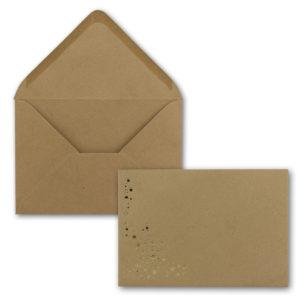 Umschlag B6, Farbe: sandbraun mit Foliensternen gold, Grammatur: 120 g/m², spitze Klappe, Nassklebung